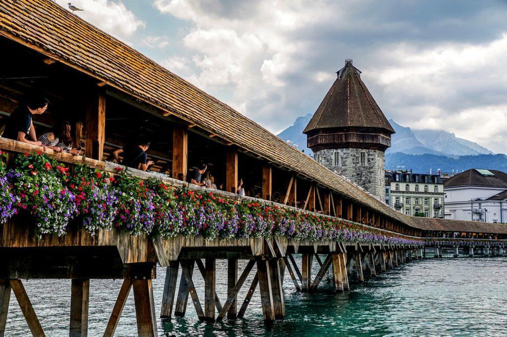 the chapel bridge is the world's oldest wooden covered bridge